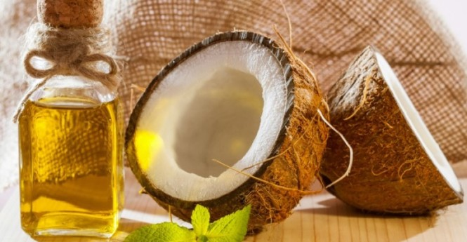 coconuts-with-oil-benefits-on-table-800x416